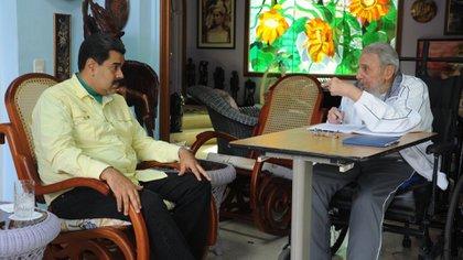 Cuando Chávez enfermó, Ramiro Valdés le aconsejó a Fidel Castro apoyar a Nicolás Maduro como sucesor del líder bolivariano (AFP)