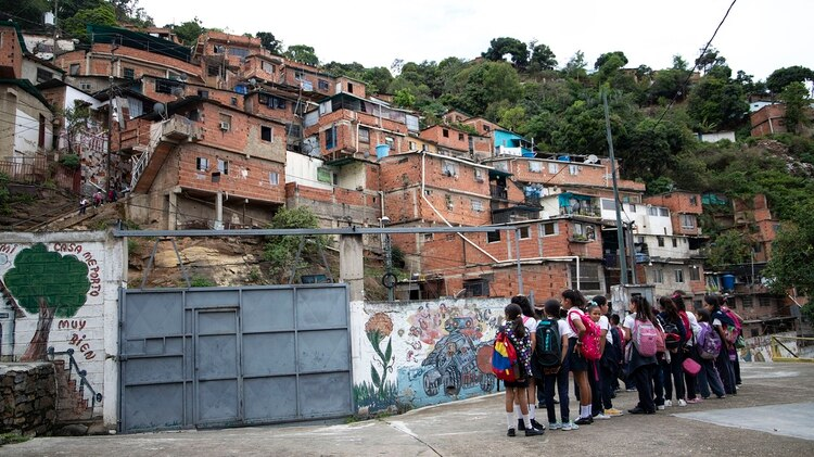 La escuela Virgen Niña se encuentra en el barrio Casalta II al oeste de Caracas