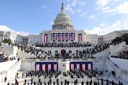 Una vista general del Capitolio de EEUU durante la ceremonia de juramentación de Joe Biden como el presidente número 46. Washington, EEUU, enero 20 de 2021 (REUTERS/Jim Bourg)