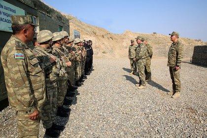 01/10/2020 Altos mandos militares de las Fuerzas Armadas de Azerbaiyán en una visita a un acuartelamiento POLITICA AZERBAIYÁN INTERNACIONAL MINISTERIO DE DEFENSA DE AZERBAIYÁN
