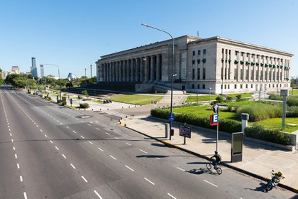 Las calles de Buenos Aires totalmente vacías tras el anuncio de la cuarentena (Franco Fafasuli)