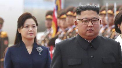 Kim Jong-un y su esposa, Ri Sol-ju recibieron al presidente surcoreano Moon Jae-Inen 2012