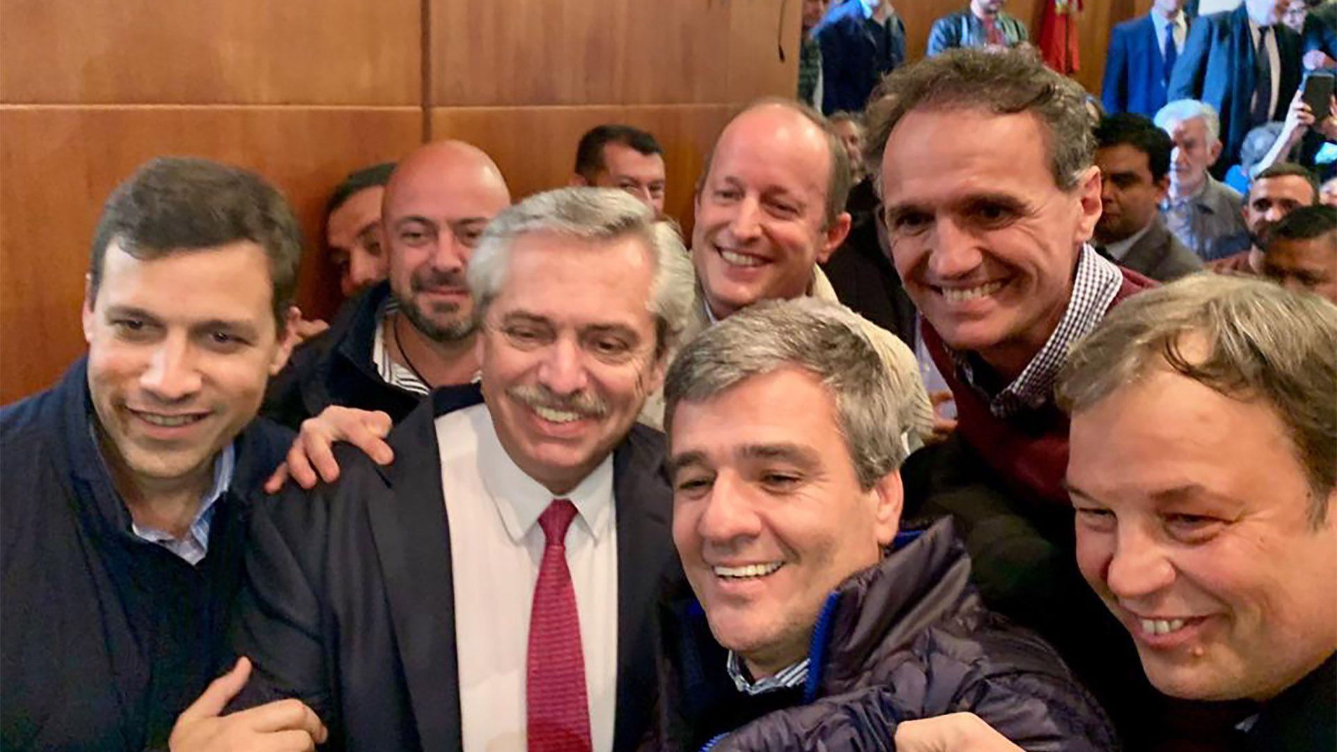 El Presidente junto a intendentes peronistas de la provincia de Buenos Aires