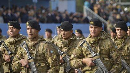 Imagen del desfile militar del 9 de julio (Gustavo Gavotti)