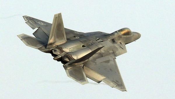 El Raptor es uno de los cazas más avanzados del mundo, que será reemplazado en el futuro por el F-35 (AFP)