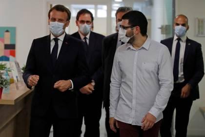 El presidente Emmanuel Macron y su equipo utilizando barbijos REUTERS/Gonzalo Fuentes/Pool