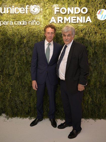 Facundo Martínez y Arturo Karagozlu, quien recibió uno de los reconocimientos