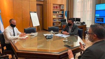 Los ministros Guzmán y Kulfas con el secretario de Energía, Darío Martínez