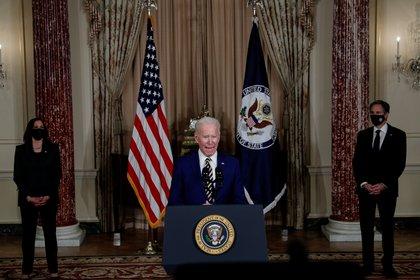 Joe Biden ofrece un discurso sobre la nueva política exterior de EEUU. En la foto Kamala Harris y Antony Blinken. REUTERS/Tom Brenner