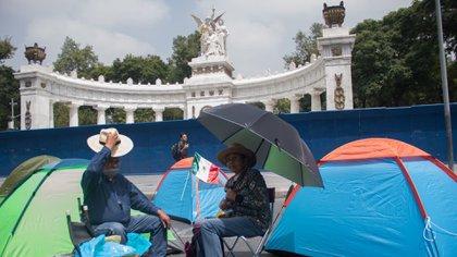 Sanitizaron campamento de FRENAAA así reaccionaron los detractores de AMLO (Foto: Cuartoscuro)