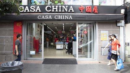 Frente de uno de los supermercados en el Barrio Chino de Belgrano (Lihue Althabe)