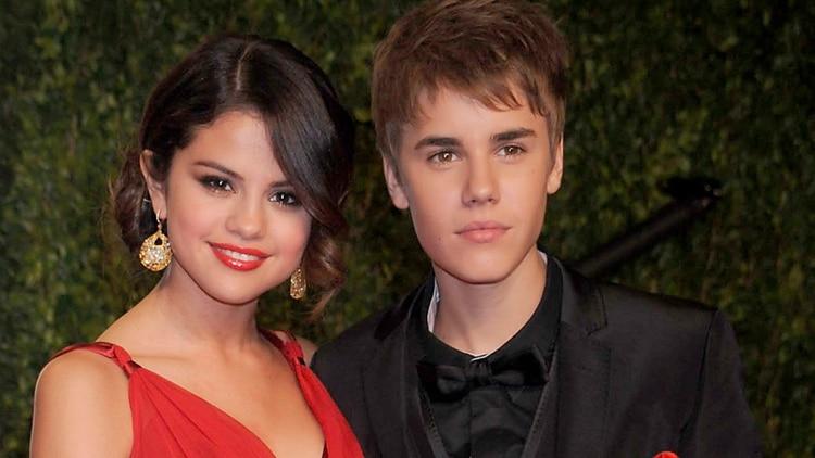 Selena Gomez entabló un tormentoso romance con Justin Bieber (Shutterstock)