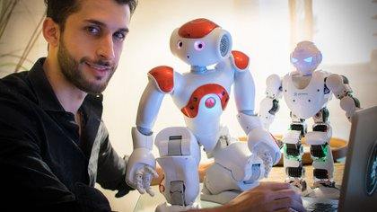 Lucas Apa demostró cómo el sistema de estos robots pueden ser vulnerados