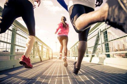 Los atletas deberán estar a más de 2 metros de distancia entre sí  y podrán trotar sin barbijo o tapaboca (Shutterstock)