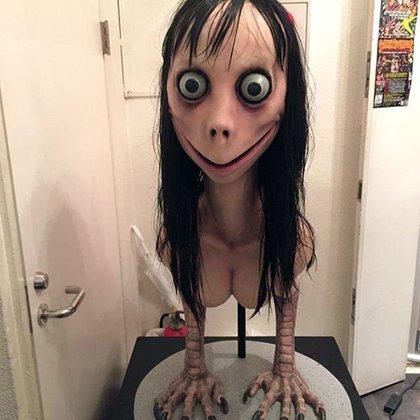 Esta escultura de una mujer pájaro que fue parte de una exposición sobre fantasmas en Tokio, en 2016, fue usada como imagen para Momo
