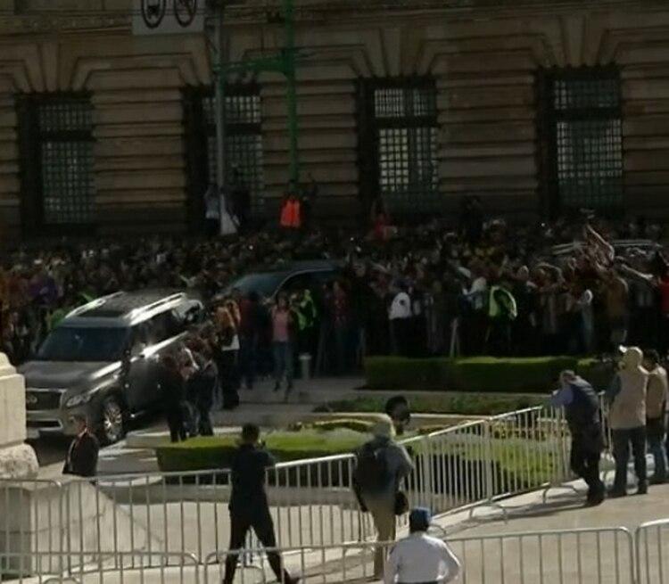 La carroza ingresó ya al Palacio (Captura Foro TV)
