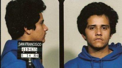 """""""El Mencho"""", jefe del cártel multimillonario comenzó su carrera como un fracaso en el tráfico de drogas. Esta foto de reserva de 1986 de una cárcel de San Francisco muestra uno de sus arrestos, antes de su deportación a México (Foto: DEA)"""
