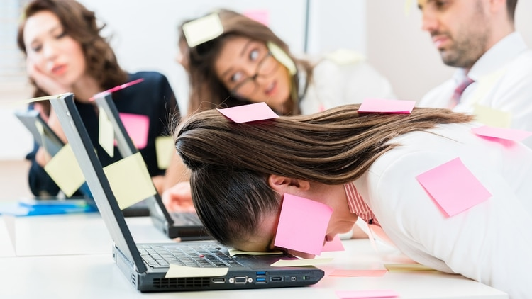 Office workers are stressed and overworked, the deadlines cannot be kept