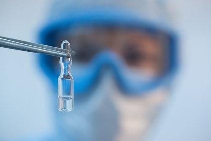 López-Gatell explicó que la investigación clínica es el momento en que se pasa de la experimentación a la aplicación de pruebas en humanos (Foto: Reuters)
