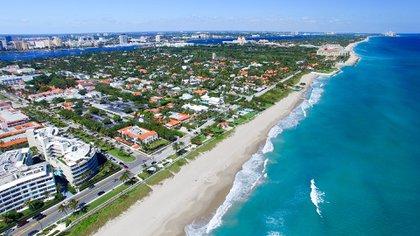 Este destino tiene para disfrutar 72 kilómetros de playas de arenas blancas (Shutterstock)