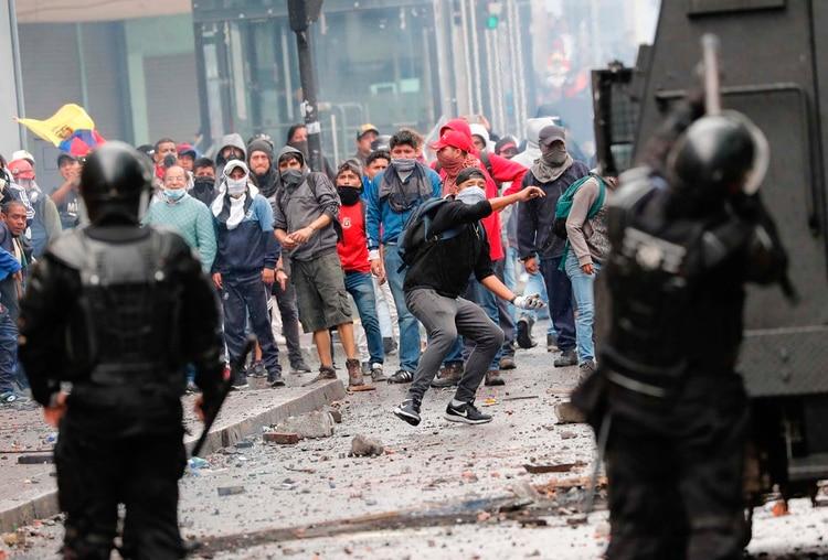 Transportistas y estudiantes se manifiestan en Quito