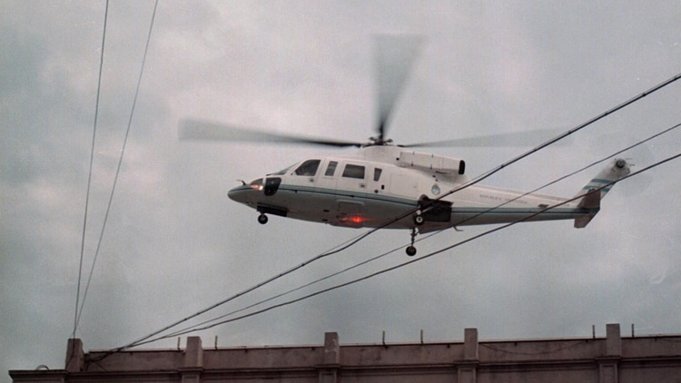 El ex presidente cuando se fue en helicóptero (NA)