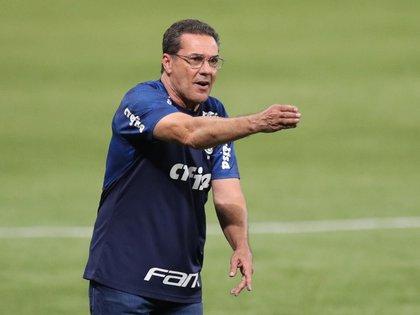 Vanderlei Luxemburgo, en el partido que lo eyectó del banco de Palmeiras: derrota 3-1 ante Curitiba, hace una semana (REUTERS/Amanda Perobelli)