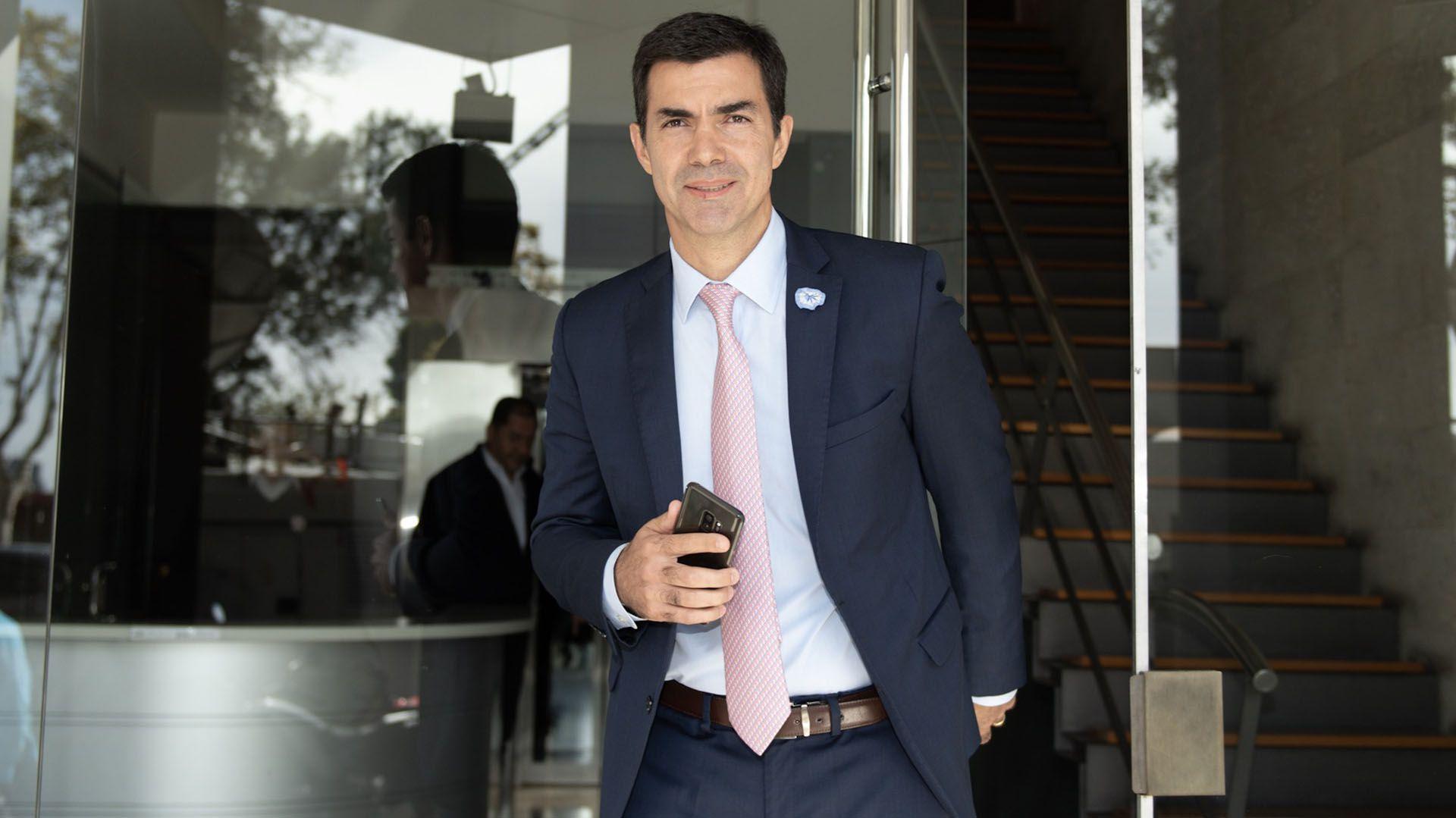 Urtubey saliendo de las oficinas de Massa cuando reafirmaron la continuidad de Alternativa Federal (Adrián Escandar)