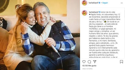 Tras el fallecimiento de su padre, la artista publicó en Instagram esta fotografía en la que aparecen los dos abrazados (Foto: Instagram @karladiazof)