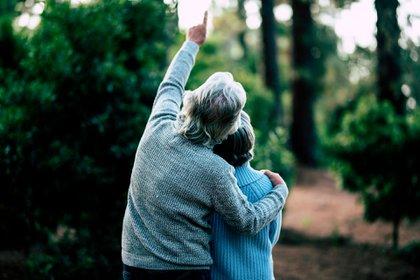 Steele ahonda en la investigación de vanguardia que está allanando el camino para una revolución en la medicina, y nos lleva al interior de los laboratorios donde los científicos están estudiando todos los aspectos del cuerpo relacionados al envejecimiento (Shutterstock)