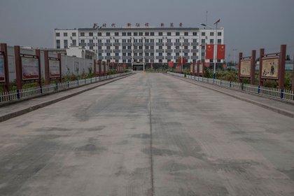 """Uno de los cientos de campamentos de concentración donde China alberga a los Uigures para su """"reeducación"""" forzosa. (The New York Times)"""