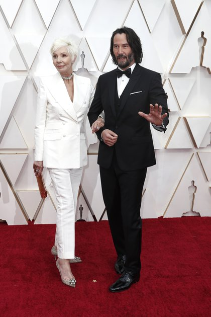 Keanu Reeves llegó hasta el Dolby Theatre de Los Ángeles en compañía nada menos que de su madre, Patricia Taylor, con quien coordinó a la perfección su look
