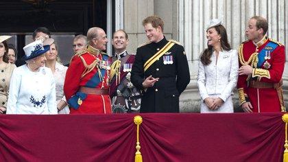 14 de junio de 2014. La reina Isabel II, Sophie,condesa de Wessex, el príncipe Felipe, príncipe Andrés, príncipe Eduardo, príncipe Harry, la duquesa de Cambridge y el príncipe William