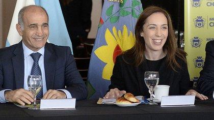 A la izquierda, el ex vicegobernador Daniel Salvador, quien representa la actual conducción del radicalismo bonaerense. (Foto NA)