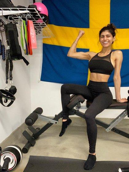 La ex actriz de videos para adultos improvisó un gimnasio (Foto: Instagram@miakhalifa)