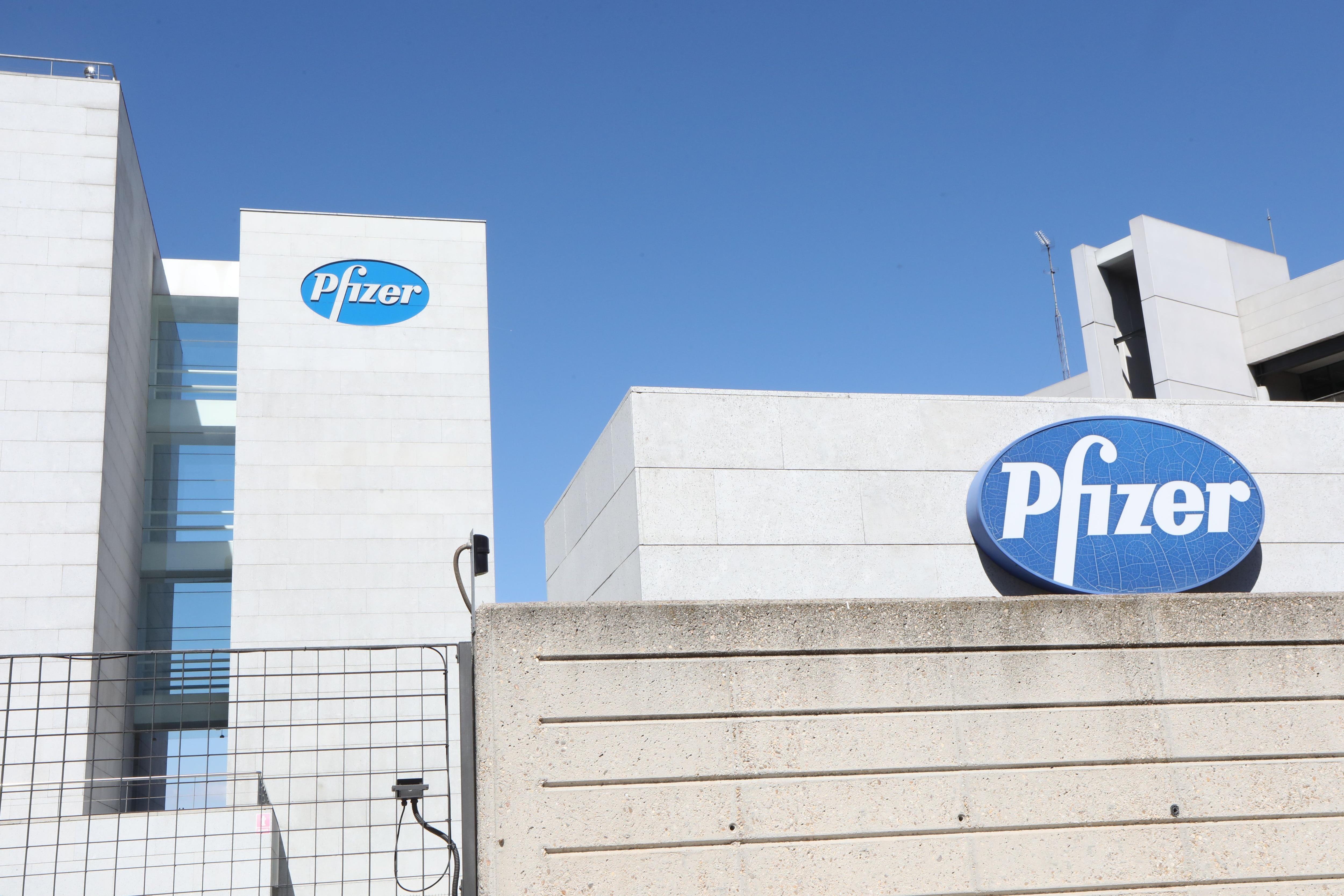 10/09/2020 Logo de Pfizer en el edificio de los laboratorios de la marca en Madrid (España) Marta Fernández Jara - Europa Press