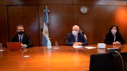 Alejandro Costa, subsecretario de Estrategias Sanitarias, Ginés González García, Ministro de Salud y  Carla Vizzotti, secretaria de Acceso a la Salud