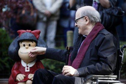 Quino y Mafalda, su creación más popular en todo el mundo.