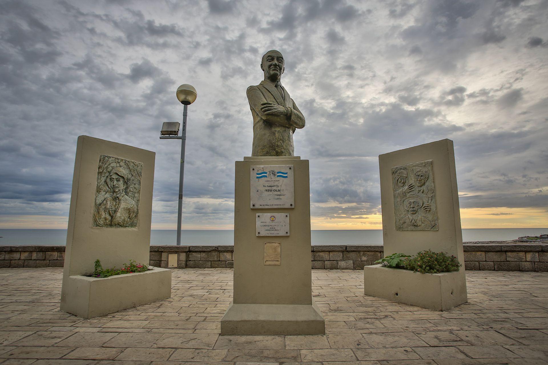 Eterno: el monumento del Negro Olmedo en Mar del Plata, ubicado a metros del lugar donde murió (Foto: Christian Heit)