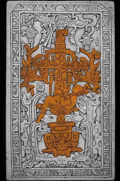 Algunos novelistas afirman que en realidad en la lápida se puede observar al Rey Pakal en una nave espacial.