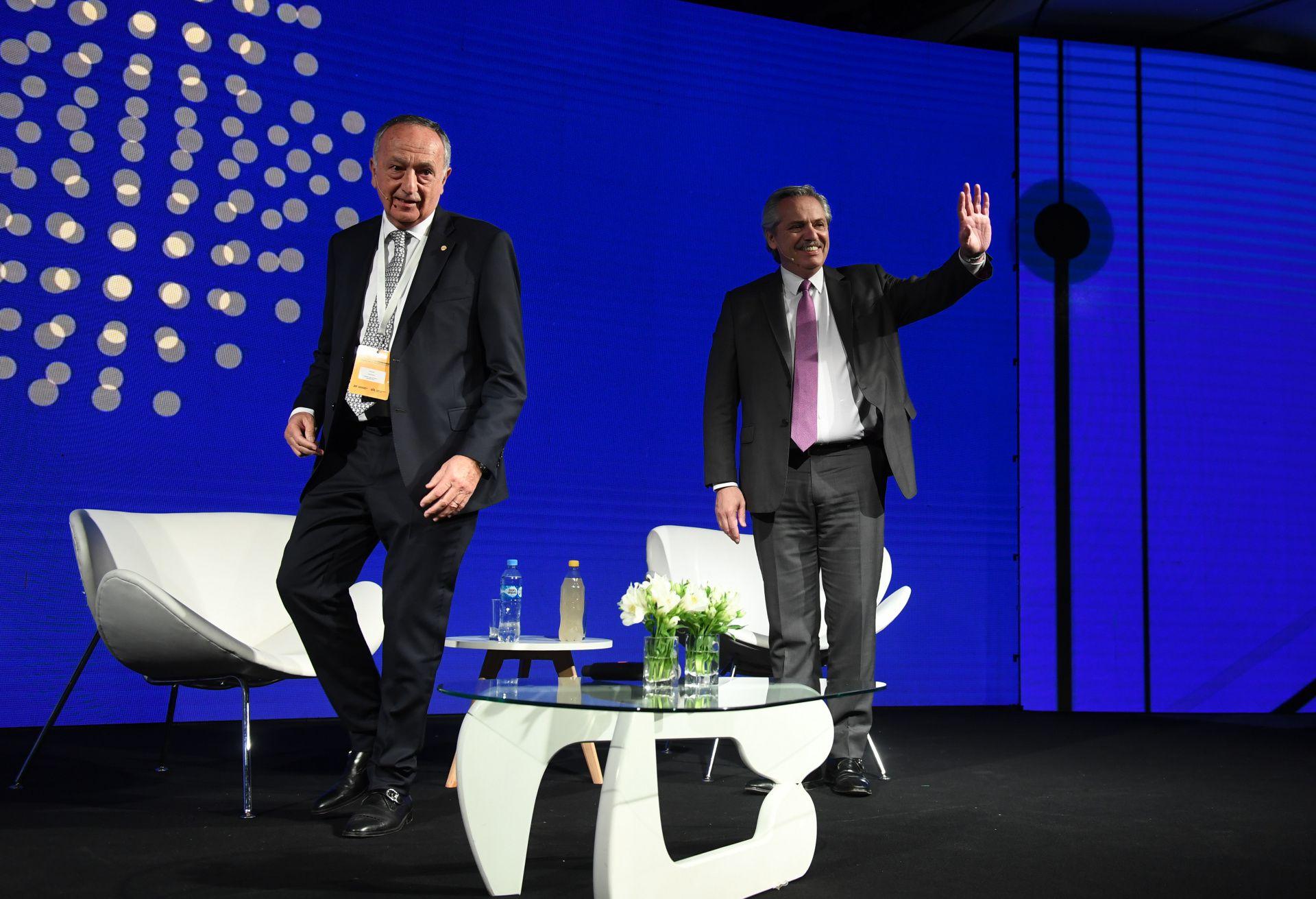 Fernández y Miguel Acevedo, presidente de la UIA