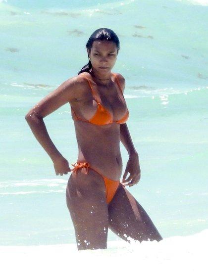 Lais Ribeiro viajó de vacaciones a las paradisíacas playas de Tulum, en México. La modelo brasileña aprovechó las altas temperaturas para tomar sol y refrescarse en el mar (Fotos: The Grosby Group)