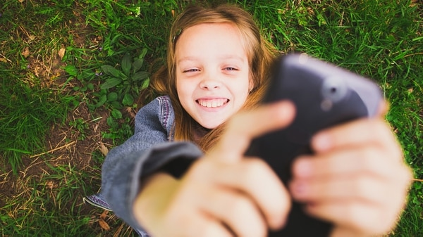 La autora recordó que los grandes gurús de Silicon Valley mantuvieron a sus niños alejados de los dispositivos móviles conectados. (Shutterstock)