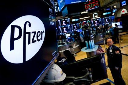 Las acciones globales registraron fuertes subas tras el anuncio de Pfizer. Foto: REUTERS/Brendan McDermid