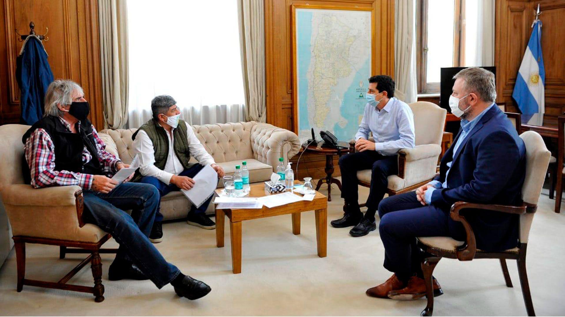 El ministro del Interior, Eduardo Wado de Pedro, recibió al sindicalista Pablo Moyano en la Casa Rosada