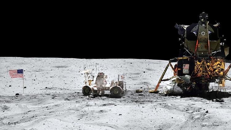 Vista panorámica del Apollo 16 y su comandante John W. Young