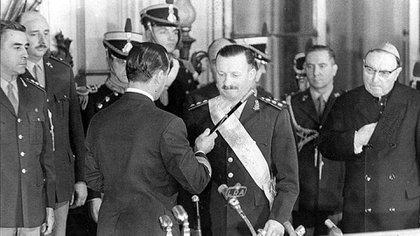 El presidente de facto Juan Carlos Onganía derrocó al radical Arturo Illia