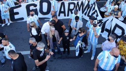 También participan de la movilización Verónica Ojeda, una de sus ex parejas, y Dieguito Fernando, otro de sus hijos.