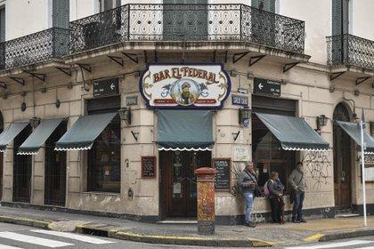 Bar El Federal desde 1864 en el barrio de San Telmo en la esquina de Carlos Calvo y Perú