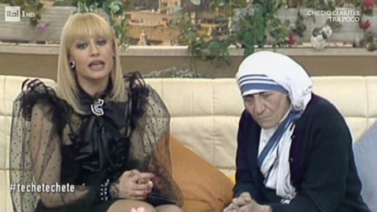 Raffaella Carrà y la Madre María Teresa de Calcuta